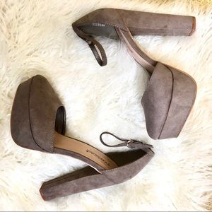 Shoe dazzle Gray round toe platform heels NEW
